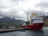 Ua Pou, le bateau ravitailleur