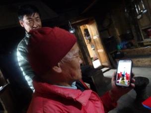 Le téléphone tactile a fait son irruption dans les campagnes népalaises