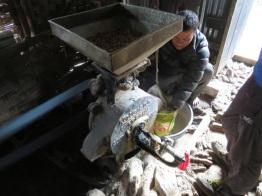 Moulin électrique pour faire de la farine (orge, blé, millet...)