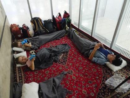 Dernier bivouac, à l'aéroport de Téhéran