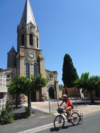 Cambounet et son église, qui a vu pas mal de mariages de cousin(e)s