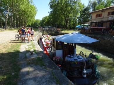 écluse sur le canal, petite bière avec Arnaud !